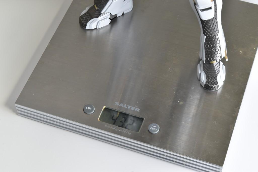 ホットトイズ アイアンマン スターブーストは432グラム