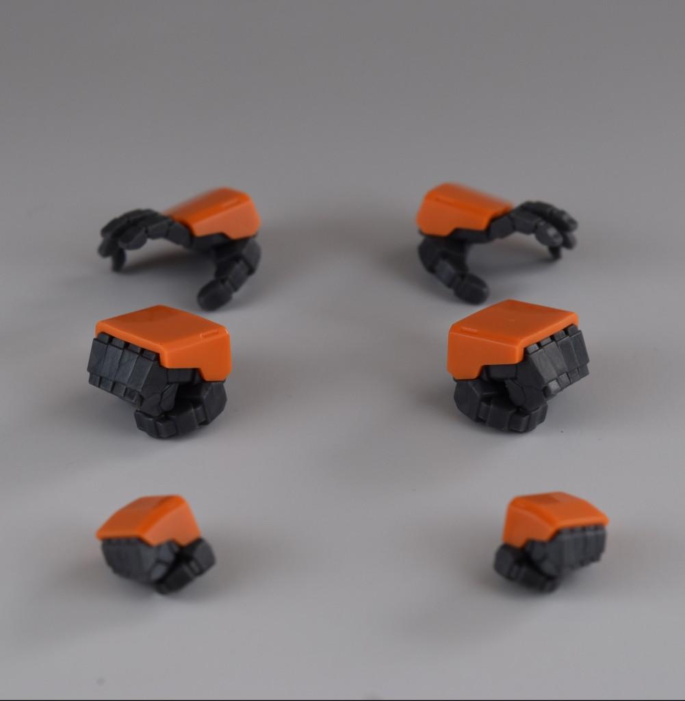 計3組の手首が付属。しっかりした造形で好感が持てます。