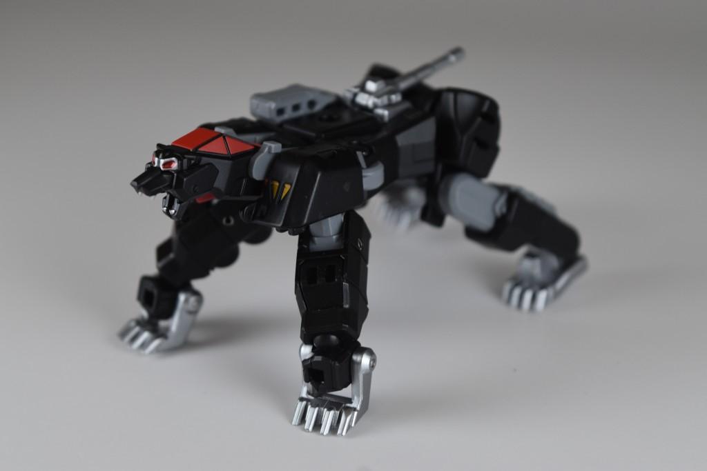 最後に足を屈曲させて爪を展開、砲塔を180回展させてしっぽにすれば変形完了!
