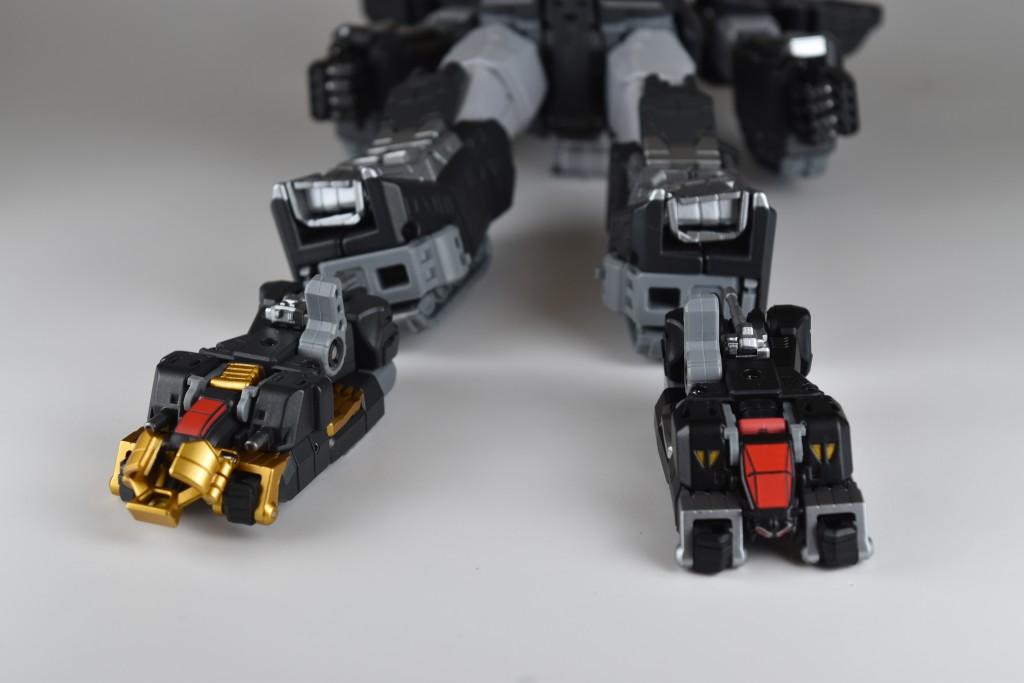 ランドクーガー、ランドライガーそれぞれのダボを起こしてビッグモスに接続!