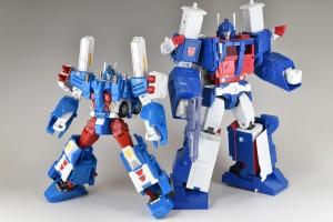青の色味が若干違いますが、明らかに同系機!